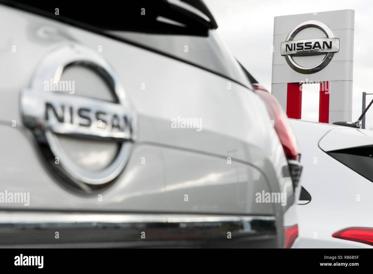 Nuevo sedán Nissan vehículos en un concesionario mucho de Muncy, Pennsylvania, el 30 de diciembre de 2018. Foto de stock