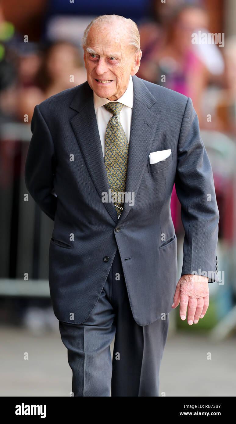 El Duque de Edimburgo, llega a la estación de tren, Slough, Berkshire. Imagen De Stock