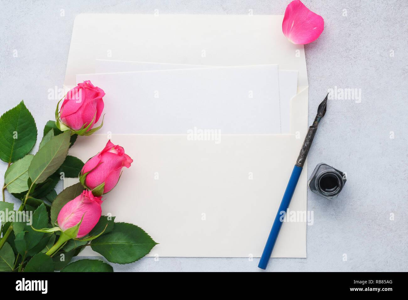 Letra Vacía Sobres Y Una Pluma De Tinta Tarjeta De