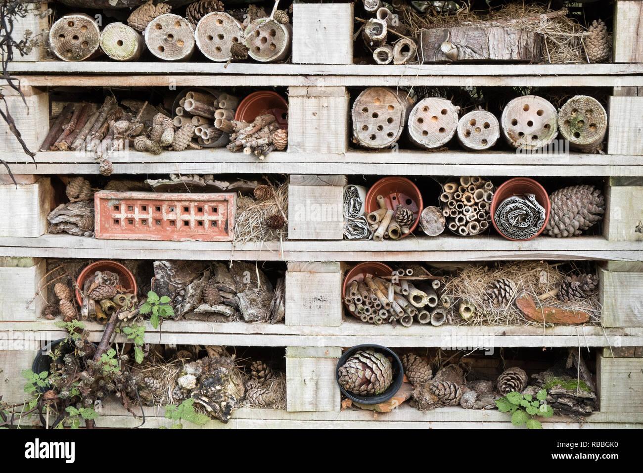 Bug Hotel - un hábitat para la naturaleza Imagen De Stock