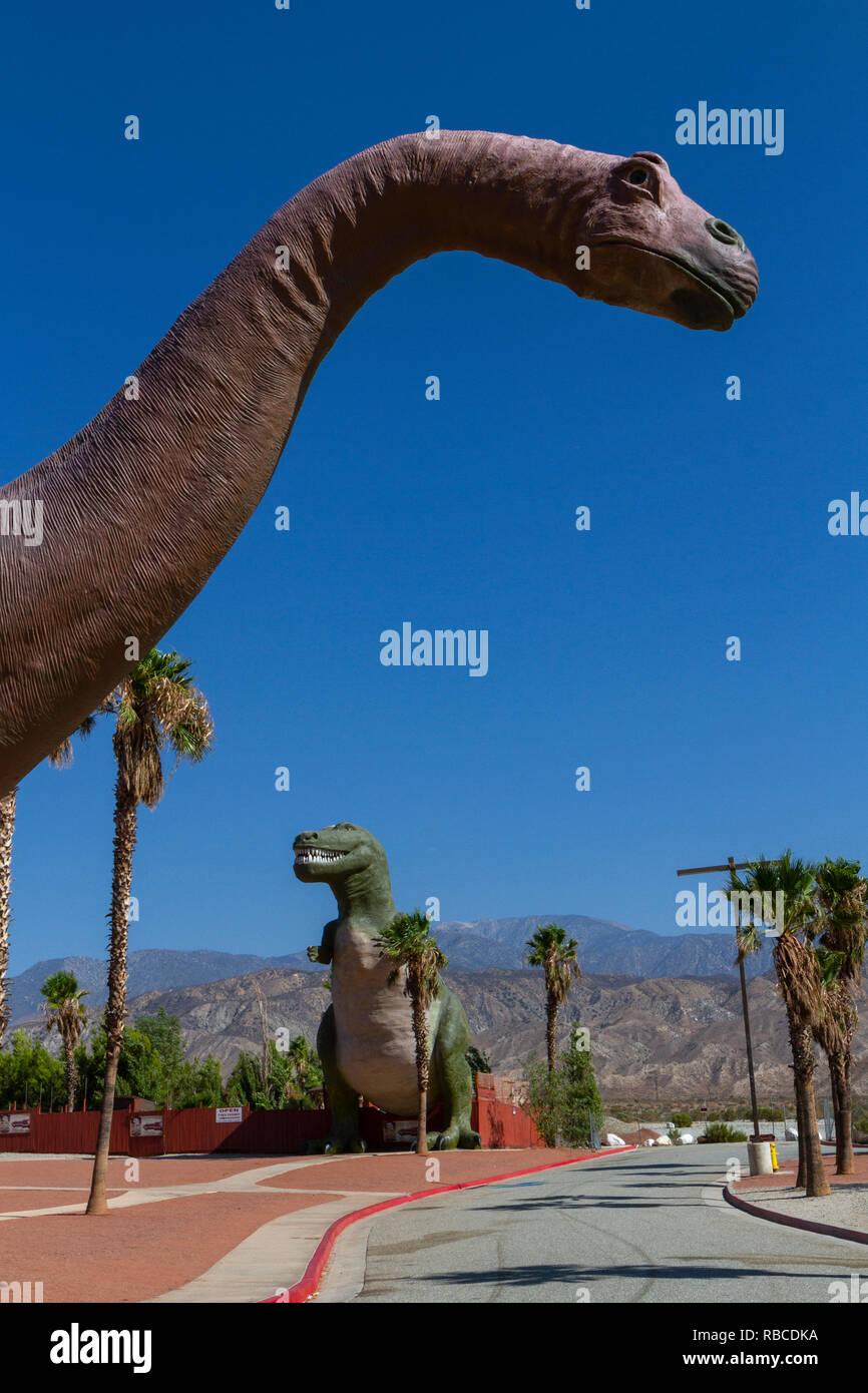 El dinosaurio Dinny (Brontosaurus), Cabazon dinosaurios, Palm Springs, California, Estados Unidos. Foto de stock