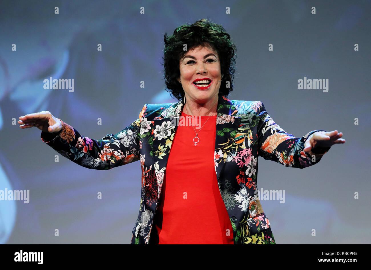 Ruby Wax hablando en la Cumbre, un péndulo de negocios y auto-empoderamiento de la cumbre de Dublín. Foto de stock