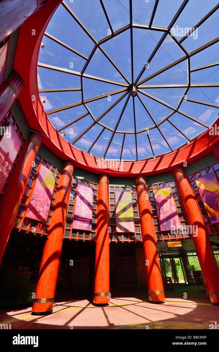 Irlanda del Norte, de la Ciudad de Armagh, Centro de Navan Navan Fort, arquitectura interior del centro de visitantes. Imagen De Stock
