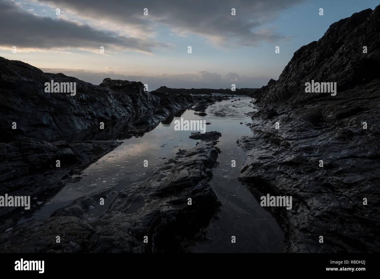 Alentejo, Portugal - 24 de febrero de 2016: El diseño de la playa Amoreira rockly Imagen De Stock