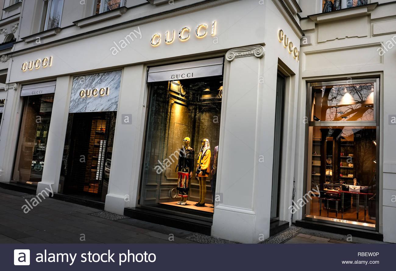 Gucci Luxury Shop Imágenes De Stock   Gucci Luxury Shop Fotos De ... 1865b537e89