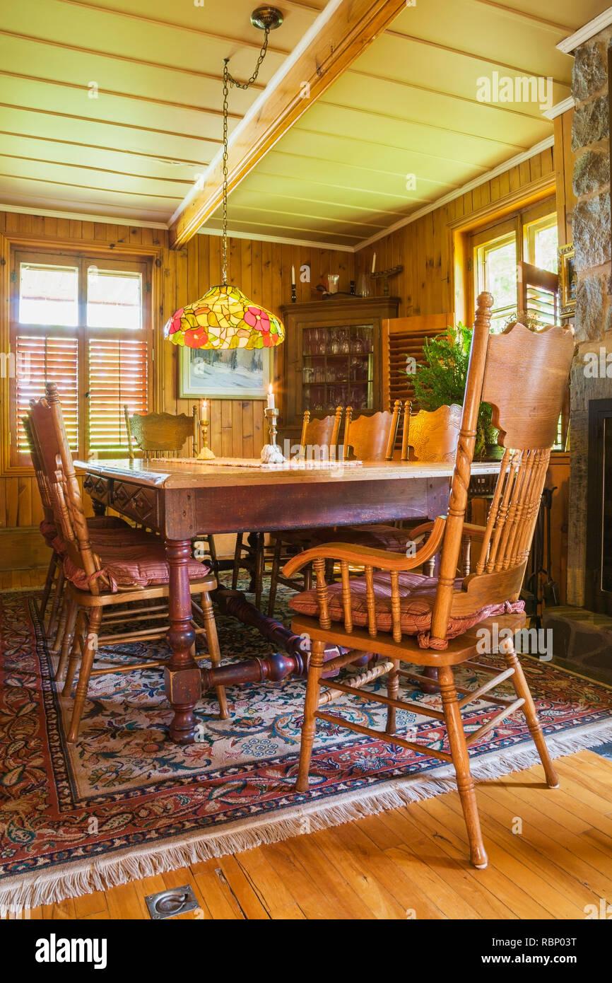 Mesa de comedor de madera antigua con Checoslovaquia era hecha de ...