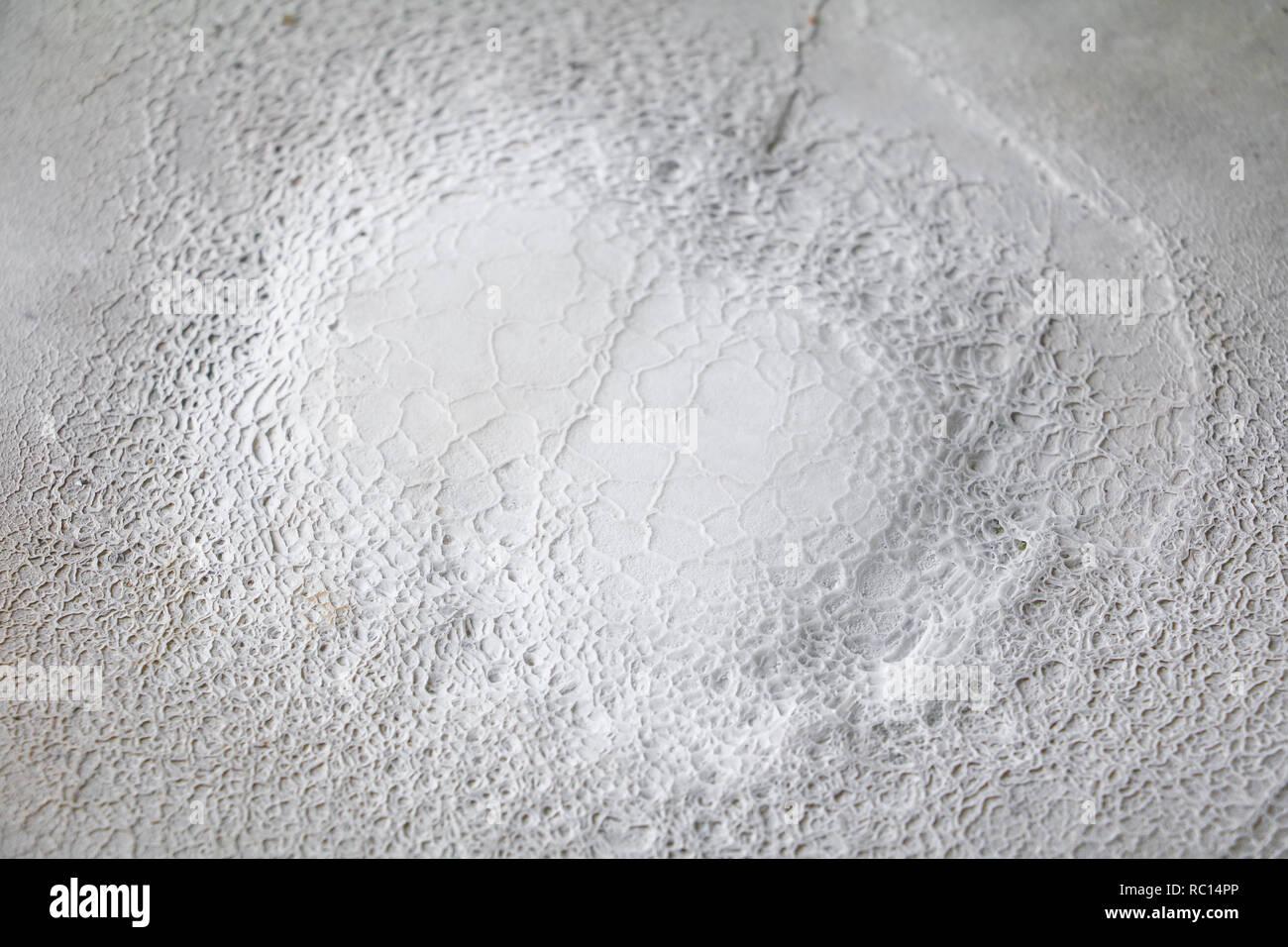 Las estalactitas o formación de piedra caliza cae en el piso viejo Imagen  De Stock 9419484a35ca