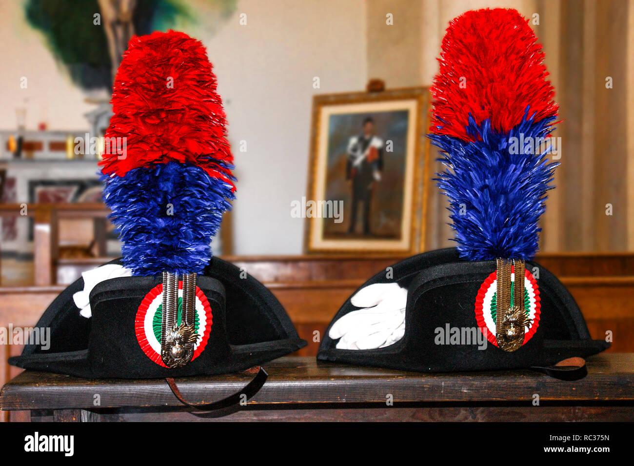 Hat With Plume Imágenes De Stock   Hat With Plume Fotos De Stock - Alamy d2106840454