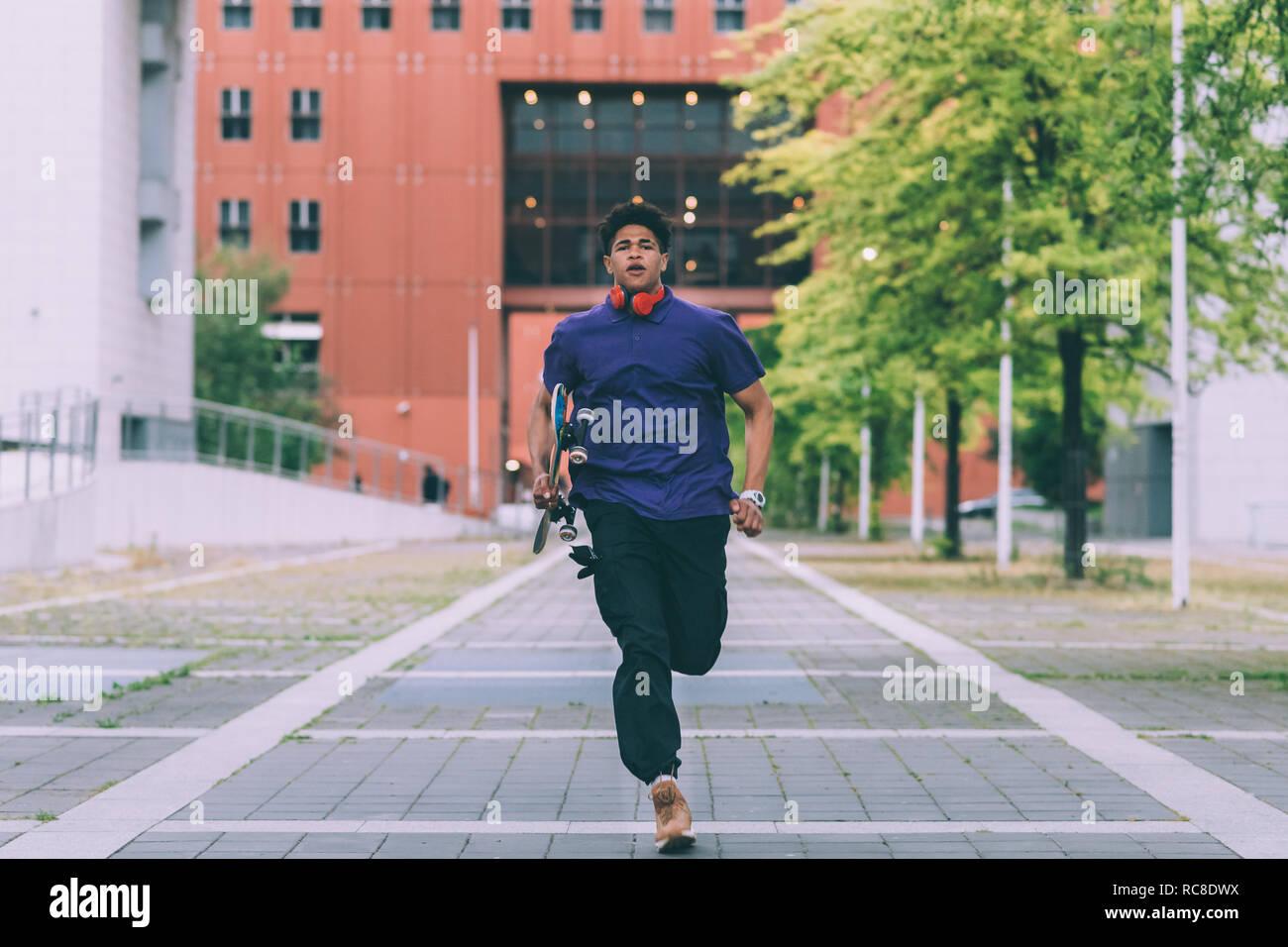 Hombre corriendo, Milan, Italia. Foto de stock