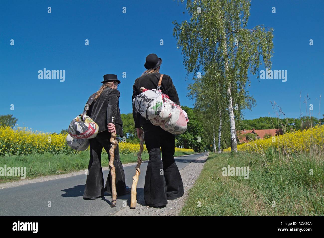 Zwei Wandergesellen auf der Walz Foto de stock