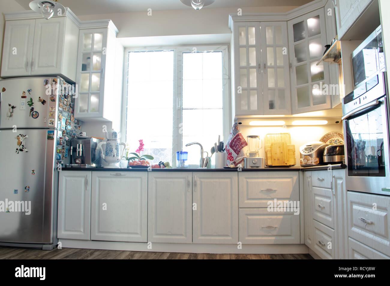 Cocina blanca cocina de madera muebles modernos y cocina for Color credence cocina blanca