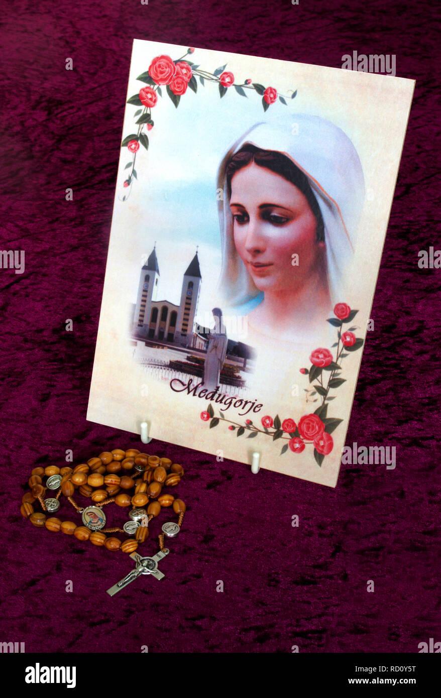 Pintura de la Virgen María en Medjugorje, Bosnia & Herzegovina y Católica Romana Rosario Imagen De Stock