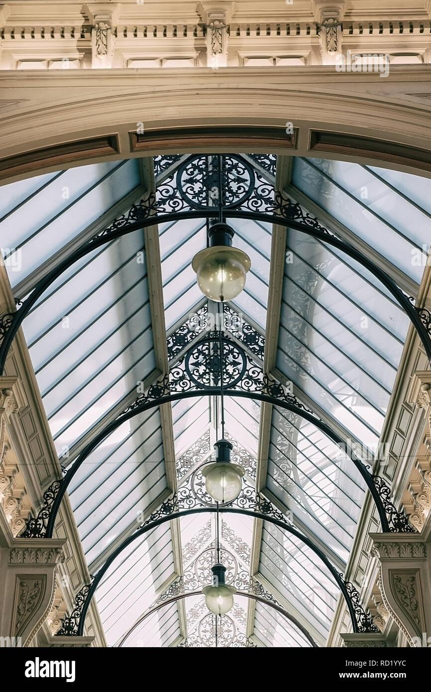 Techo interior de elegantes galerías de Melbourne, Australia Foto de stock