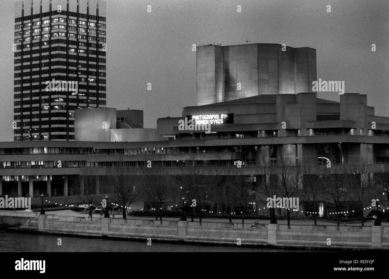 Teatro Nacional, South Bank, Londres 1980, fotografías por Homero Sykes. Mi exposición de mi libro La temporada inglesa. 80s UK HOMER SYKES Imagen De Stock