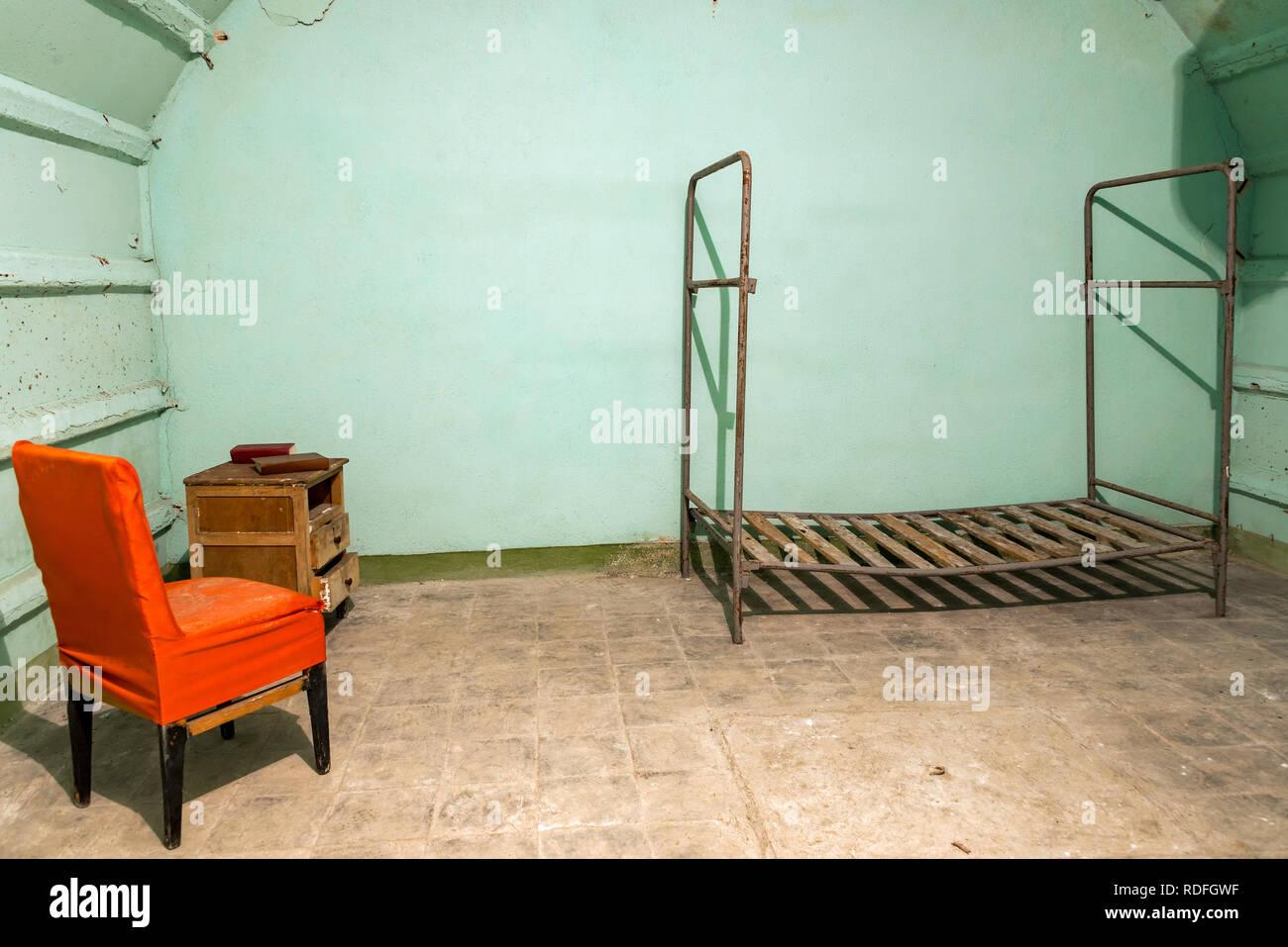 Dormitorio en la guerra fría el tunel bajo Gjirokastër, Albania Imagen De Stock