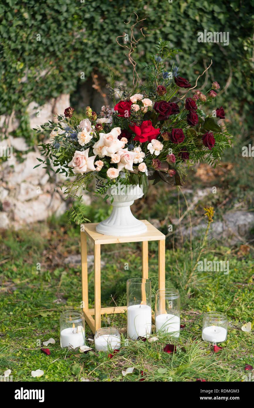 Modernos Stands Con Arreglos Florales Para Una Boda Foto