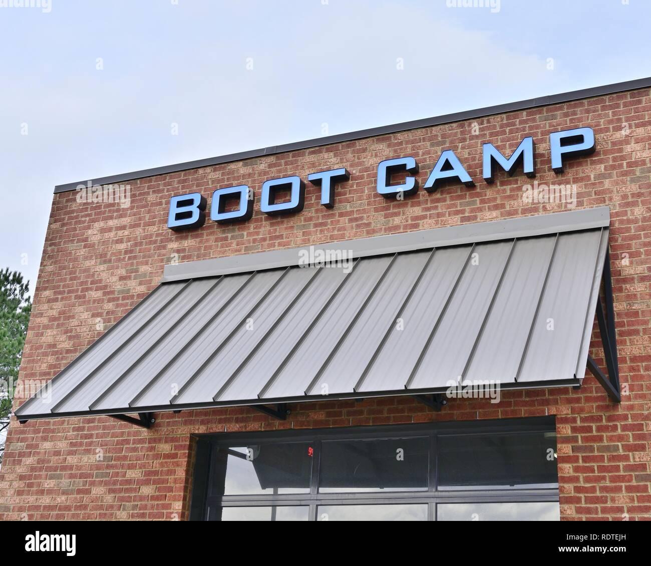 Boot Camp, situado sobre un nuevo centro de fitness o gimnasio o club de salud en Montgomery, Alabama, Estados Unidos. Imagen De Stock