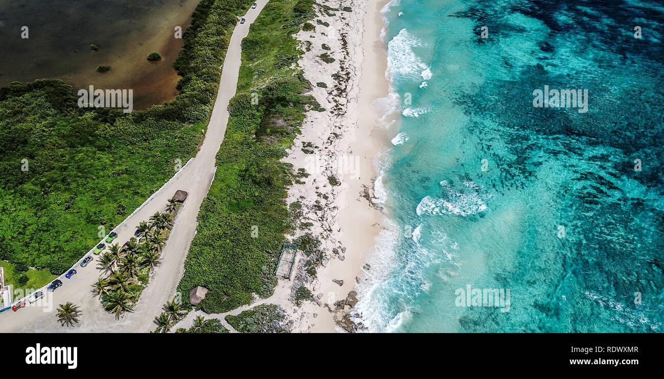 Hermosa casa de luz de la vieja escuela drone disparos diferentes vistas México Isla Cozumel Foto de stock