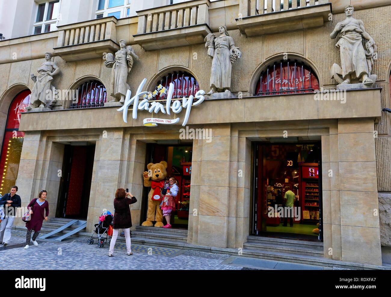 Dirección calibre Credencial  Tienda de juguetes Hamleys, Praga Fotografía de stock - Alamy