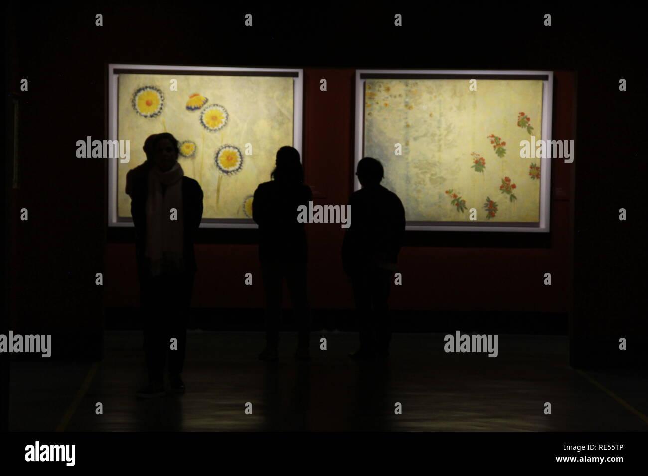 Marguerites, 1901, Odilon Redon (1840-1916), óleo, temple, e carvão pastel sobre tela, Museo d'Orsay, París, 2016, CCBB, São Paulo, Brasil Imagen De Stock
