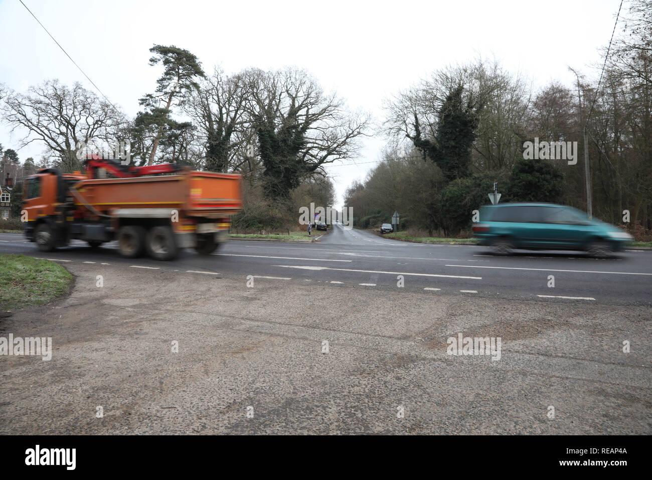 Sandringham, Norfolk, Reino Unido. 18 de enero de 2019. El cruce en la escena de un accidente. Seguimiento en el Príncipe Felipe, Duque de Edimburgo crash en la A149 cerca de Sandringham, Norfolk, el 18 de enero de 2019. Crédito: Paul Marriott/Alamy Live News Imagen De Stock