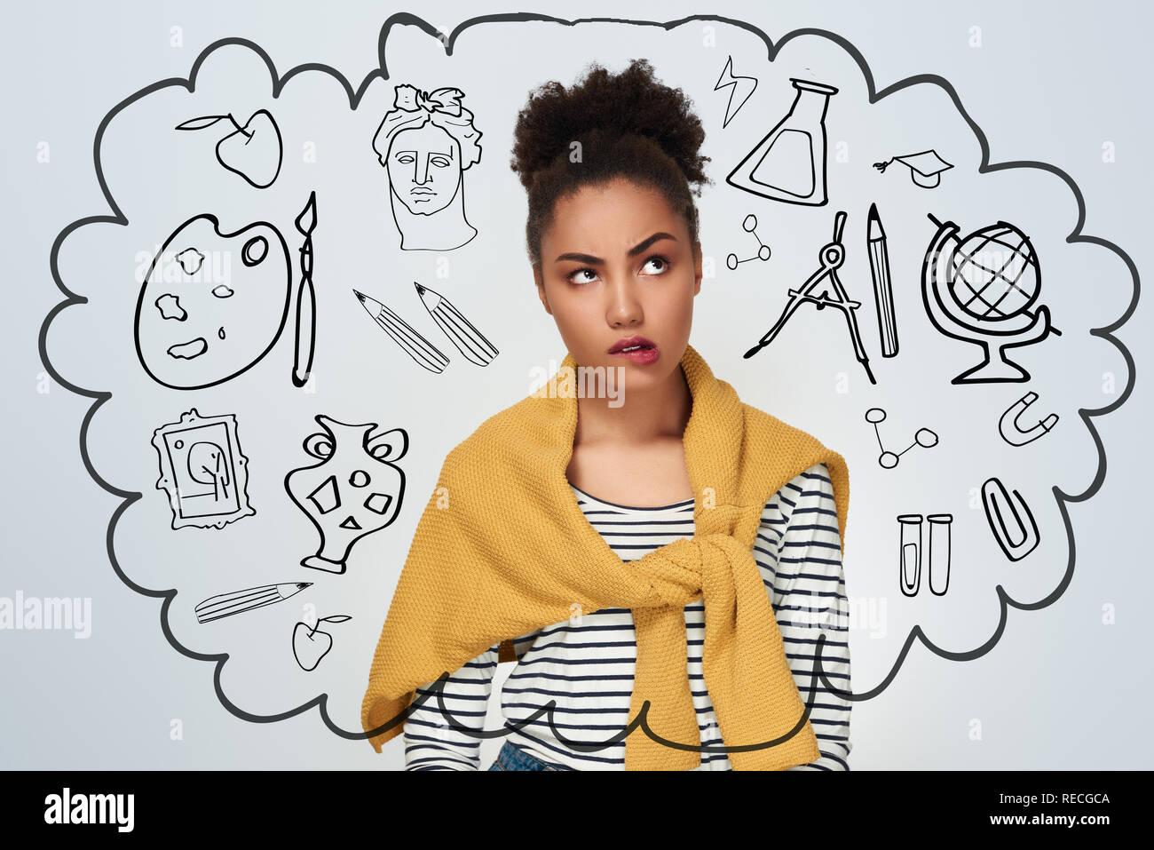 671f9e23e Mujer joven studio se encuentran aisladas en pared blanca morder labio  mirando preocupado Imagen De Stock