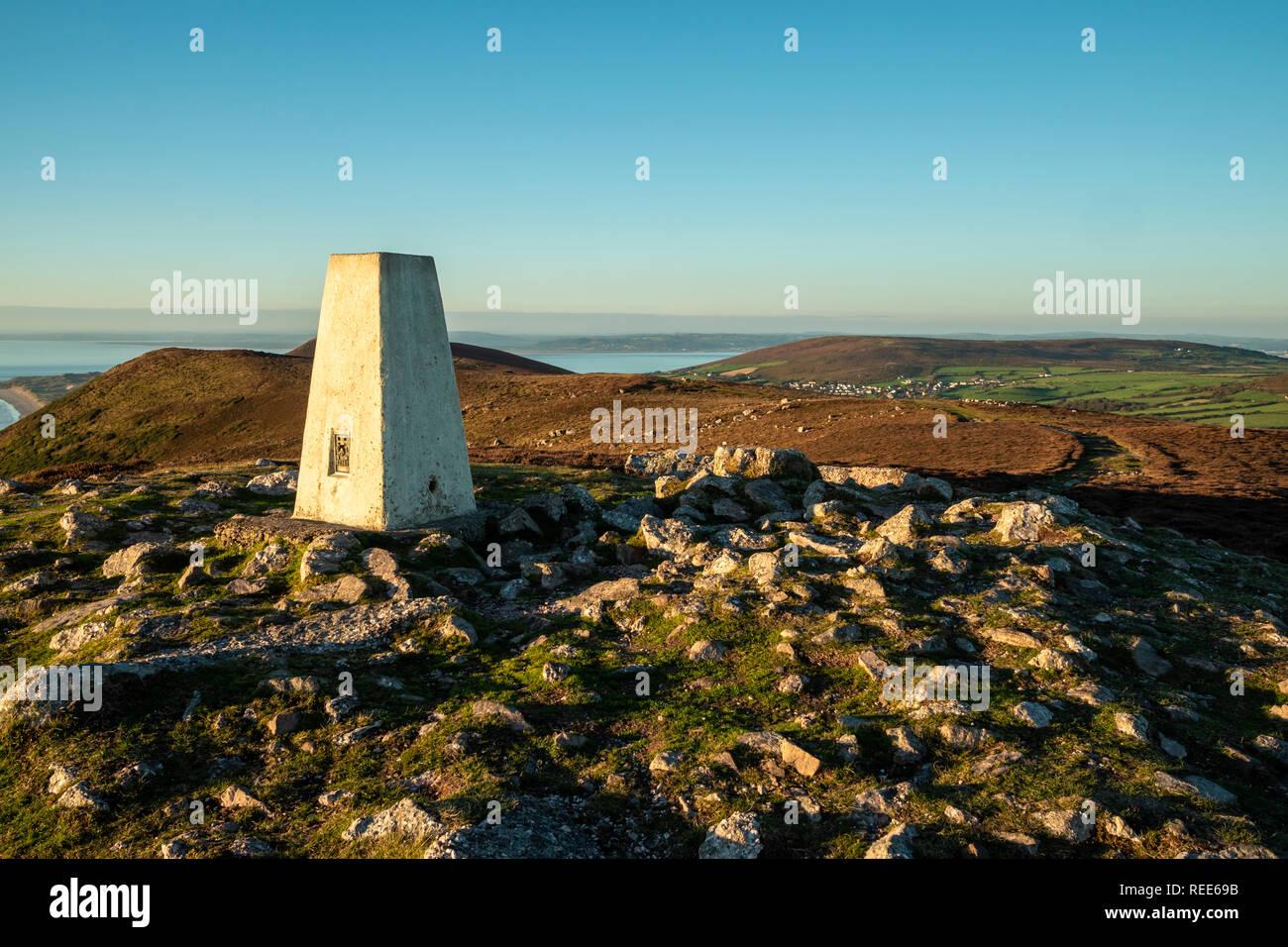 Trig punto por encima de la Bahía de Rhossili Rhossili downs Gower Swansea Wales Imagen De Stock