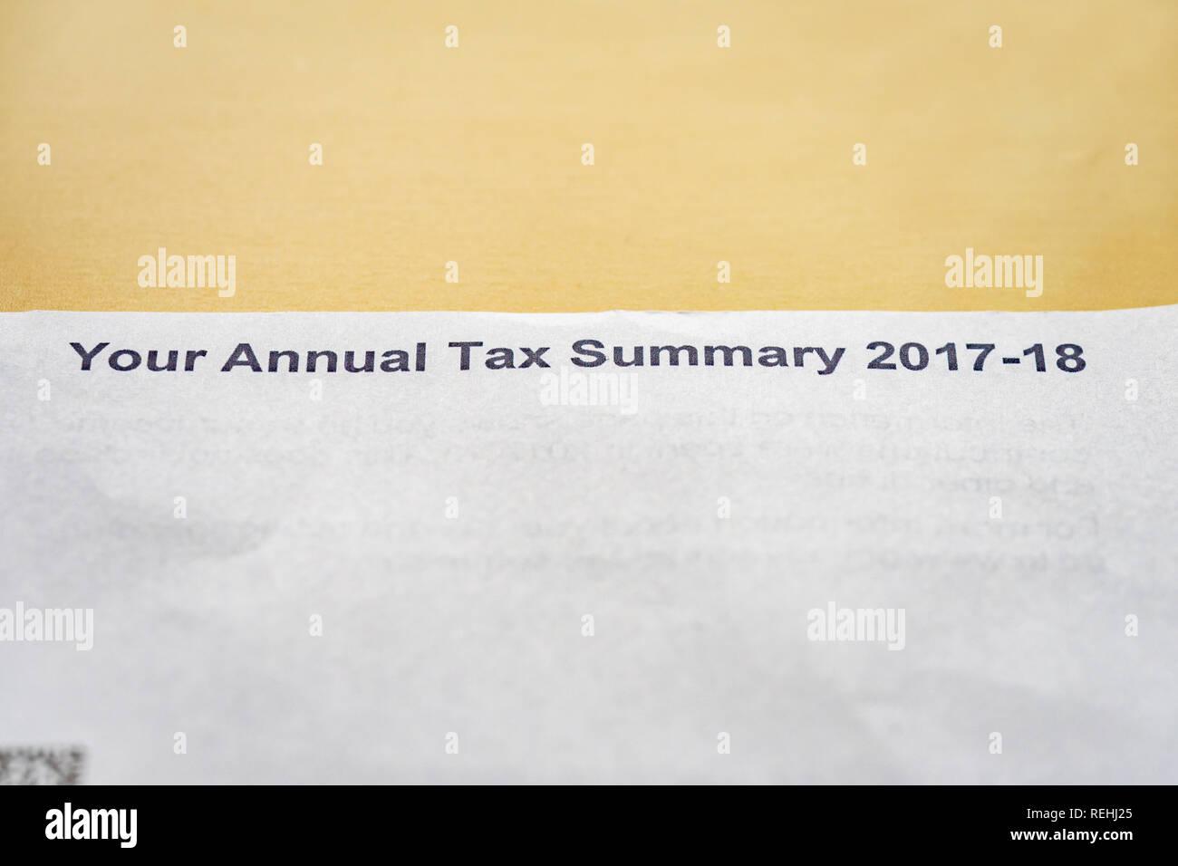 El HMRC impuesto anual Resumen 2017-18 Carta Imagen De Stock