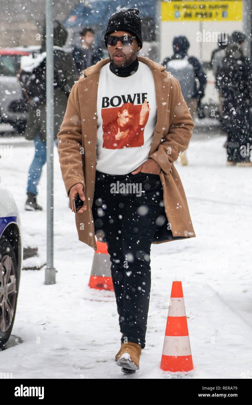 París, Francia. El 22 de enero, 2019. Street Style de la Semana de la moda de París durante el Chanel Haute Couture Show Crédito: Christopher Neve/Alamy Live News Foto de stock