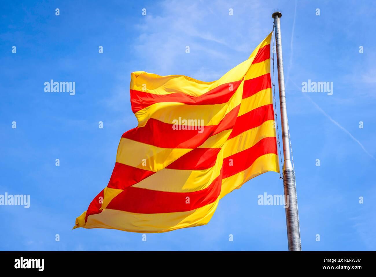 Barcelona Flag Imágenes De Stock   Barcelona Flag Fotos De Stock - Alamy 78296839e6d