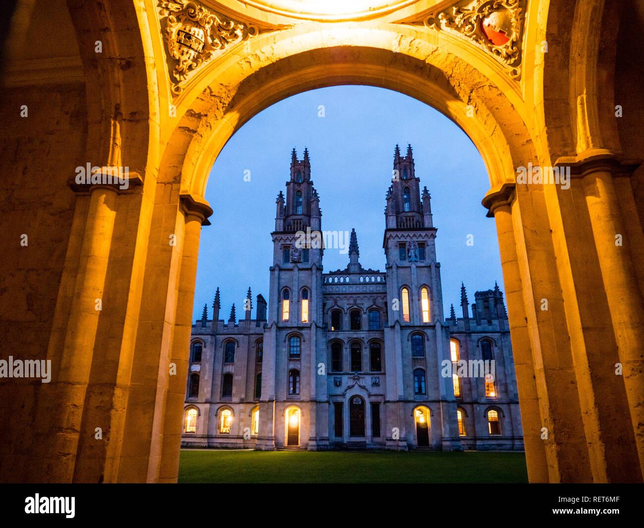 All Souls College, Universidad de Oxford, Oxford, Oxford, Inglaterra, Reino Unido, GB. Foto de stock