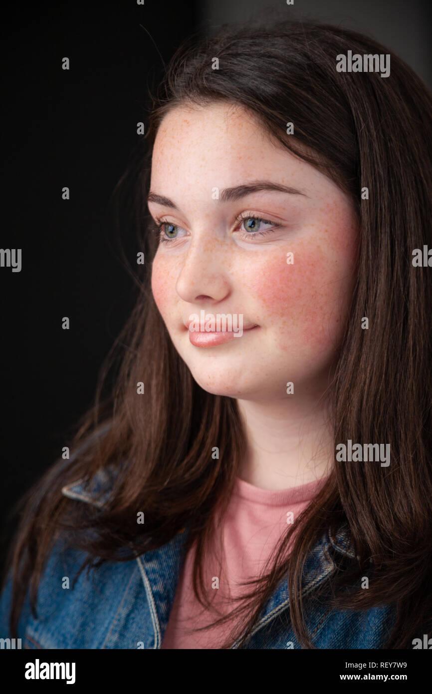 Retrato de una hermosa chica escocesa de 14 años de edad. Imagen De Stock