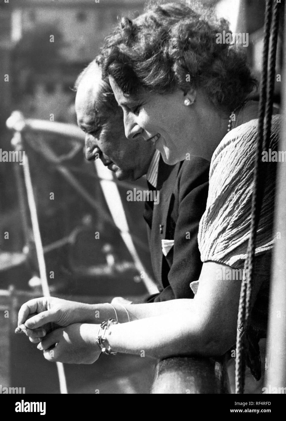 Guglielmo Marconi y la segunda esposa María Cristina bezzi scali, 1936 Foto de stock
