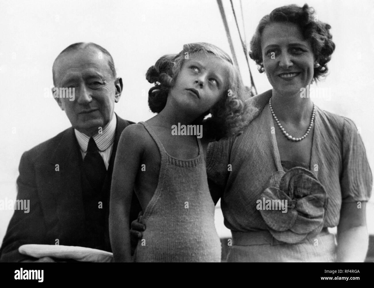 Elettra Marconi y familia, 1936 Foto de stock