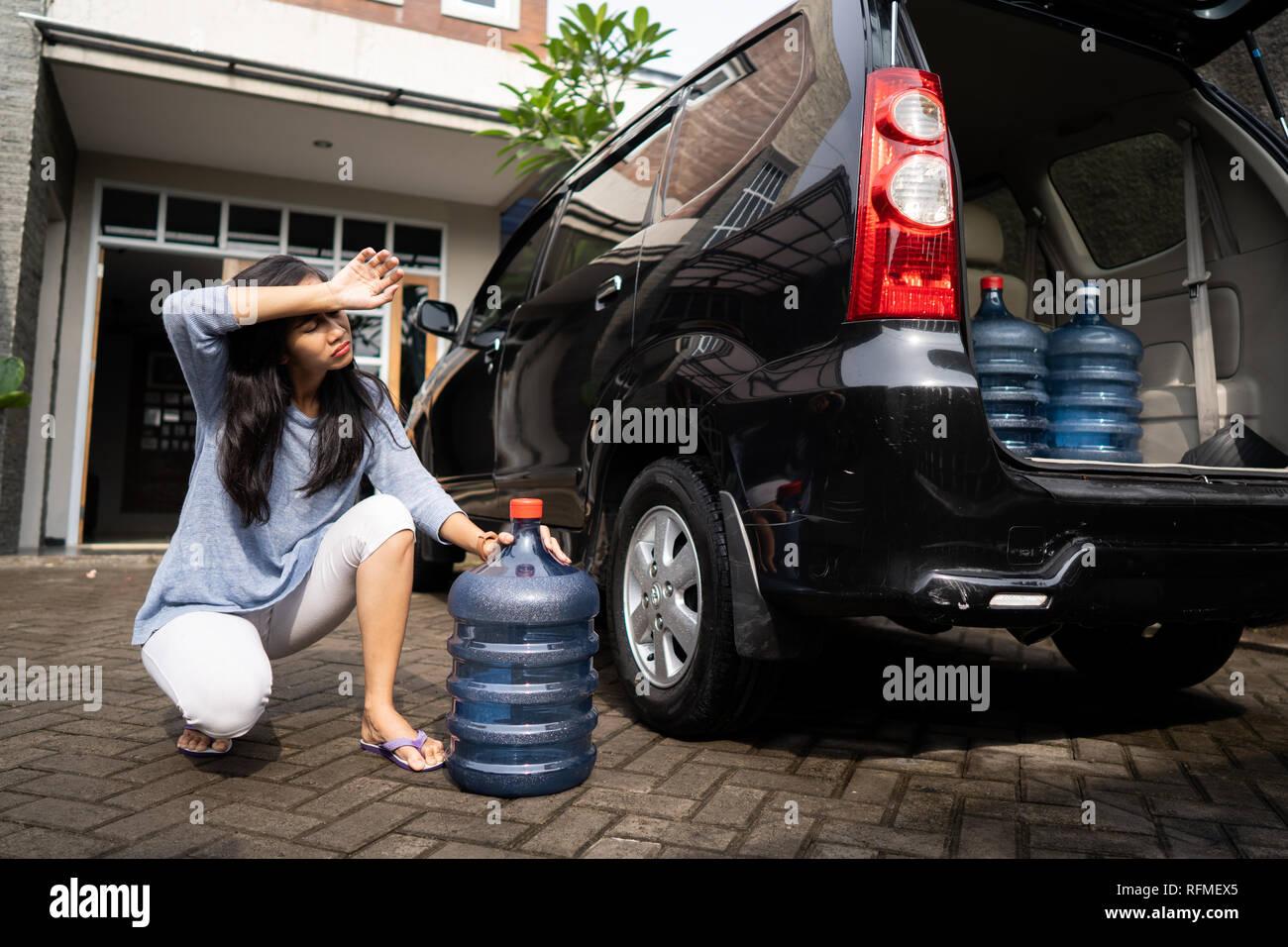 Carry Bottles Fotos e Imágenes de stock Alamy