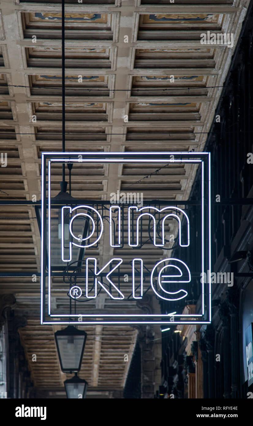 477e5157105 Pimkie Store Imágenes De Stock   Pimkie Store Fotos De Stock - Alamy