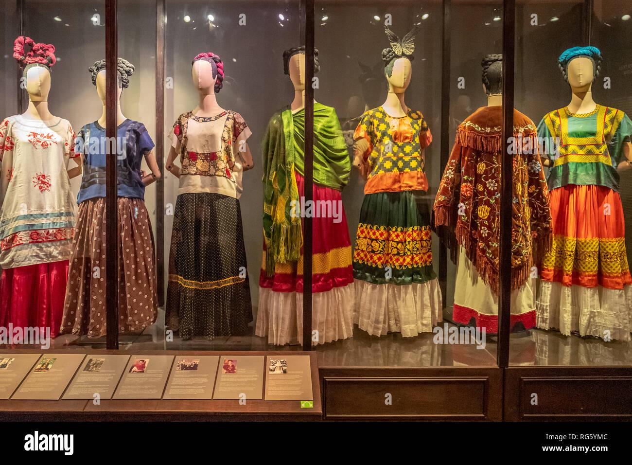 Vestidos Desgastados Por Frida Kahlo En El Interior De La