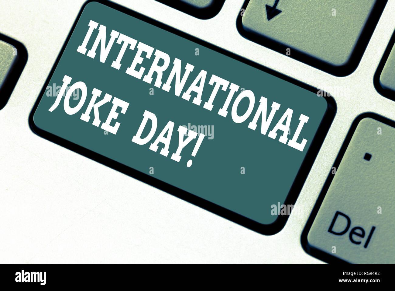 Escribir nota mostrando broma del día internacional. Foto de negocios lucimiento de vacaciones para celebrar el beneficio de buen humor tecla intención crear Imagen De Stock