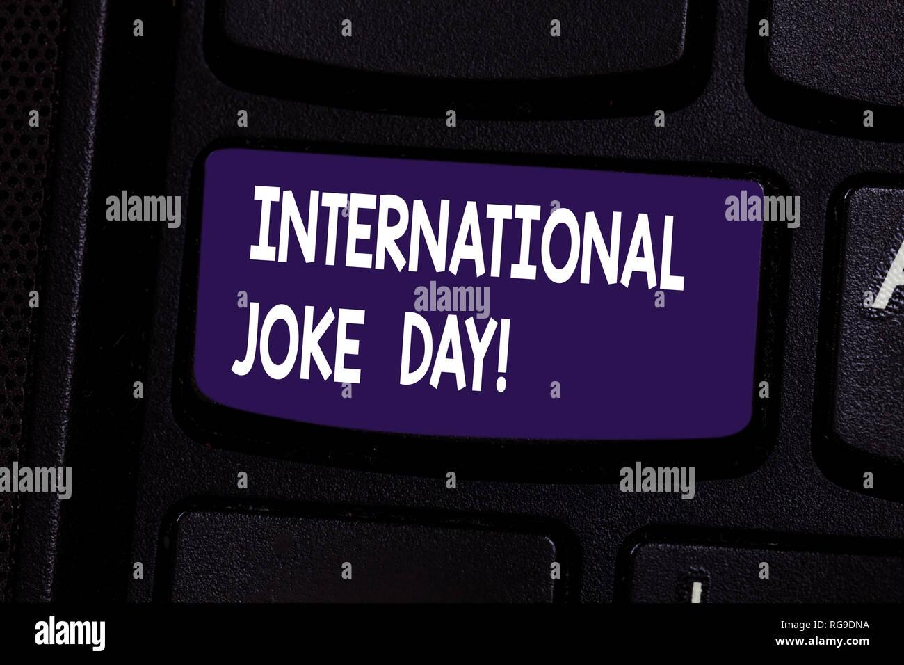 Escritura de texto broma del día internacional. Concepto Significado vacaciones para celebrar el beneficio de buen humor tecla intención de crear equipo lío Imagen De Stock