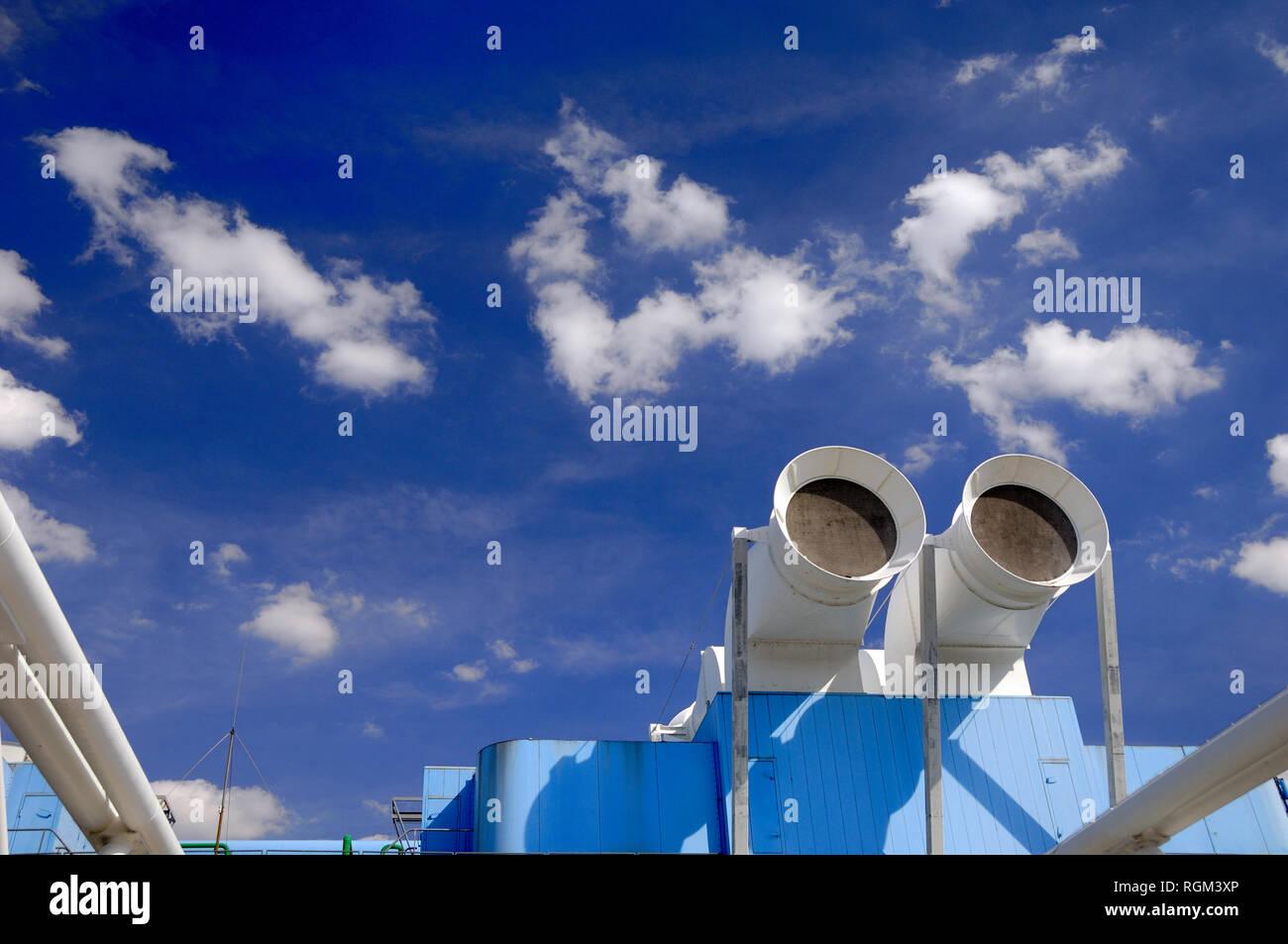 High-Tech Chimeneas de ventilación Centro Georges Pompidou o el Museo de Arte Moderno Beaubourg Paris France Imagen De Stock