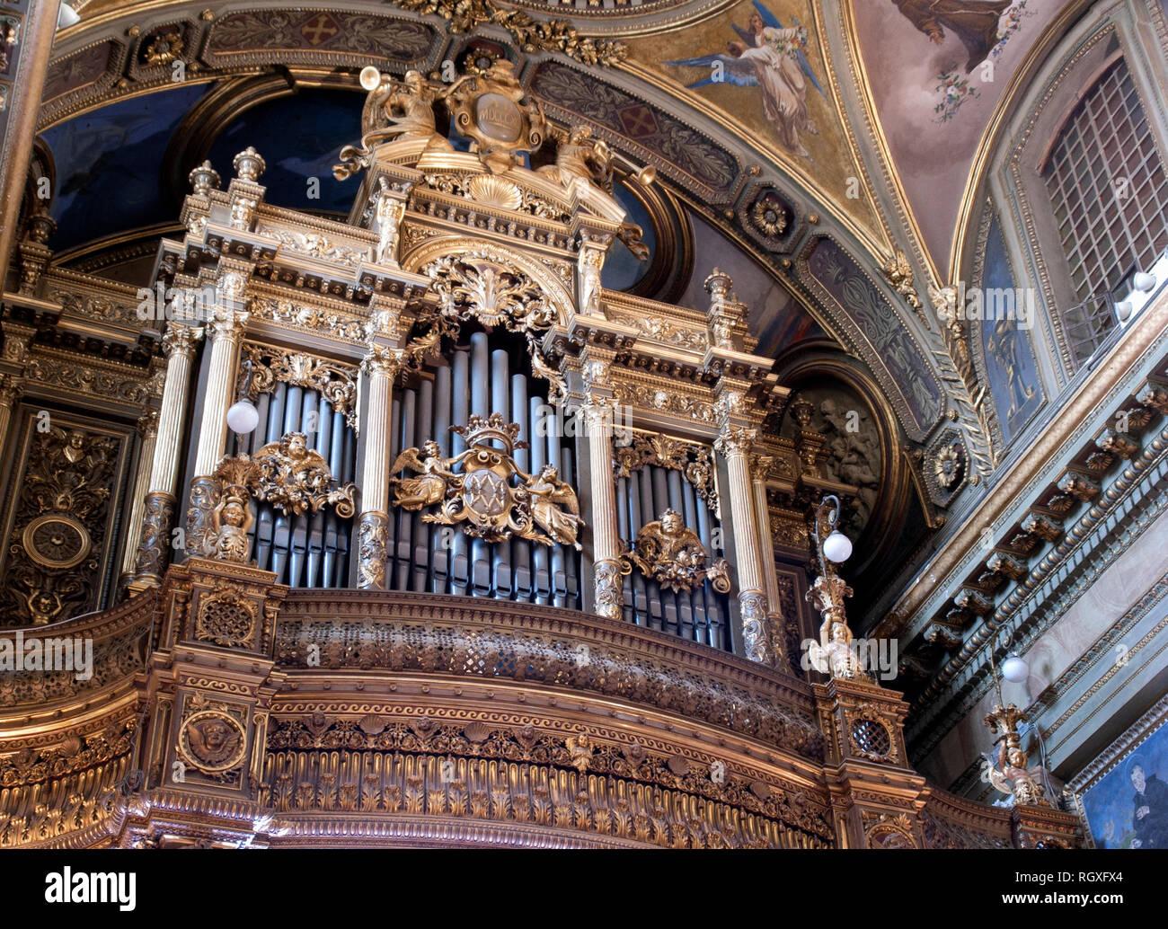 En el interior del Santuario de la Virgen del Rosario de Pompeya, Nápoles, Italia. Imagen De Stock