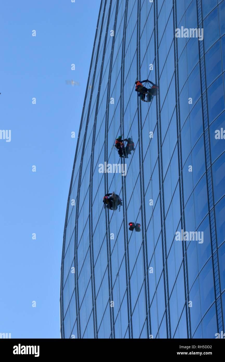 Limpieza de cristales en número 1 blackfriers Imagen De Stock