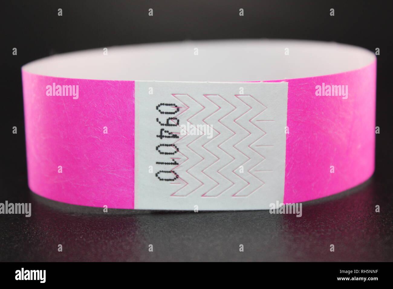 048f2887e0d1 Coloridas pulseras de Tyvek para conciertos