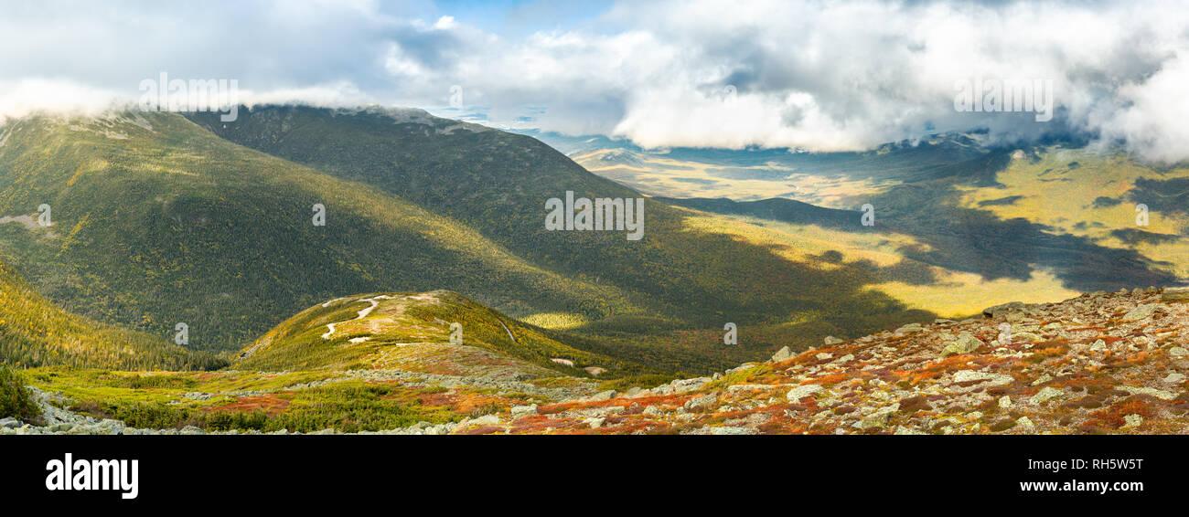 Mt Madison y el Monte Adams vistos desde Mount Washington road Imagen De Stock