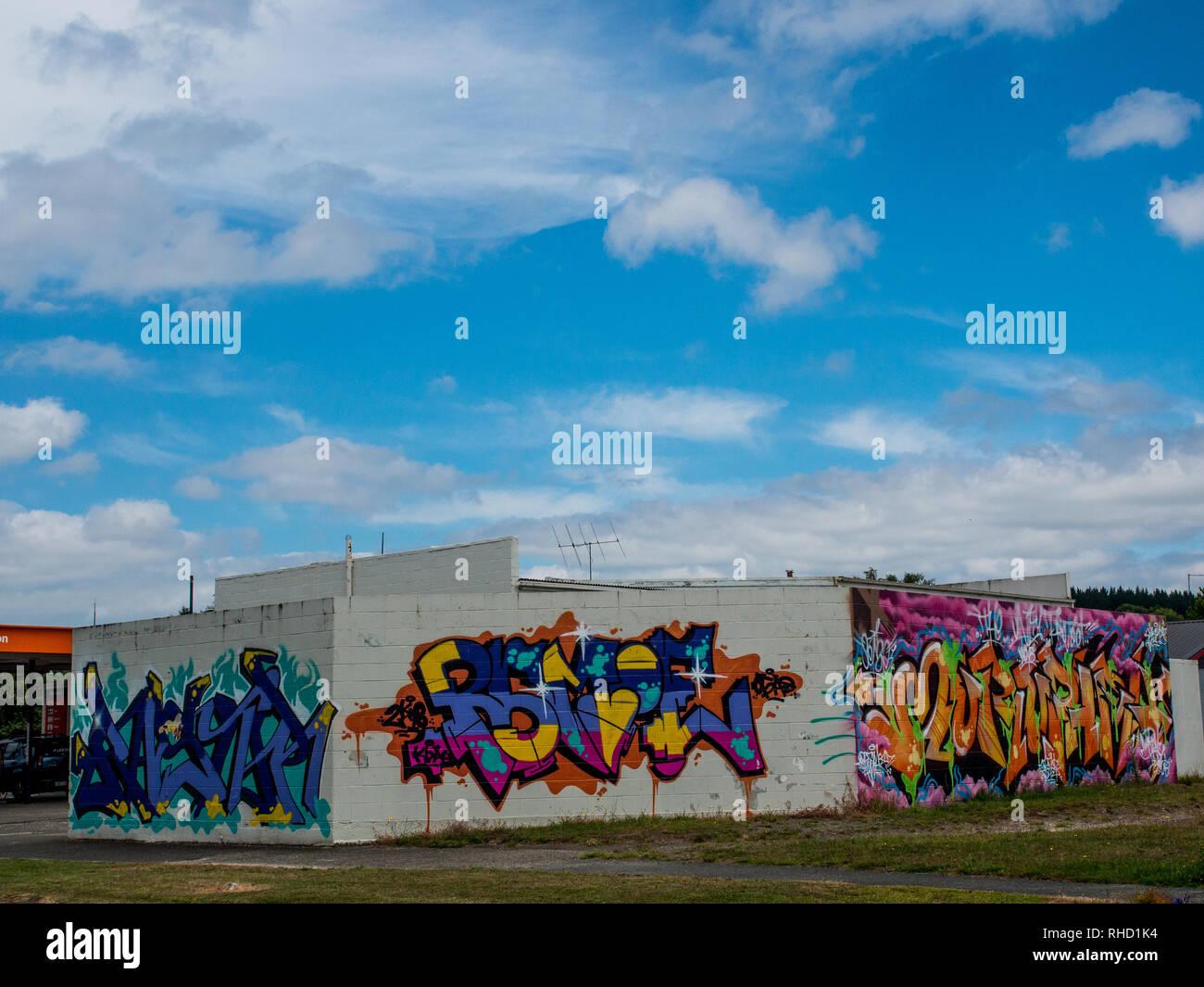 Graffiti, el etiquetado, el arte en la calle, cultura juvenil, Murapara, Bahía de Plenty, Isla del Norte, Nueva Zelanda Imagen De Stock
