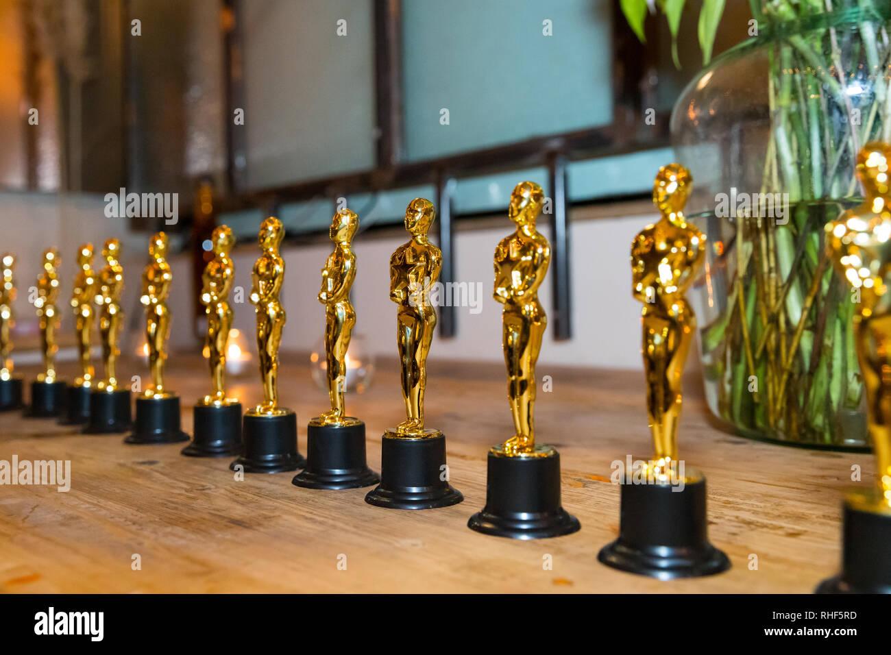 Línea de estatuillas Oscar Imagen De Stock