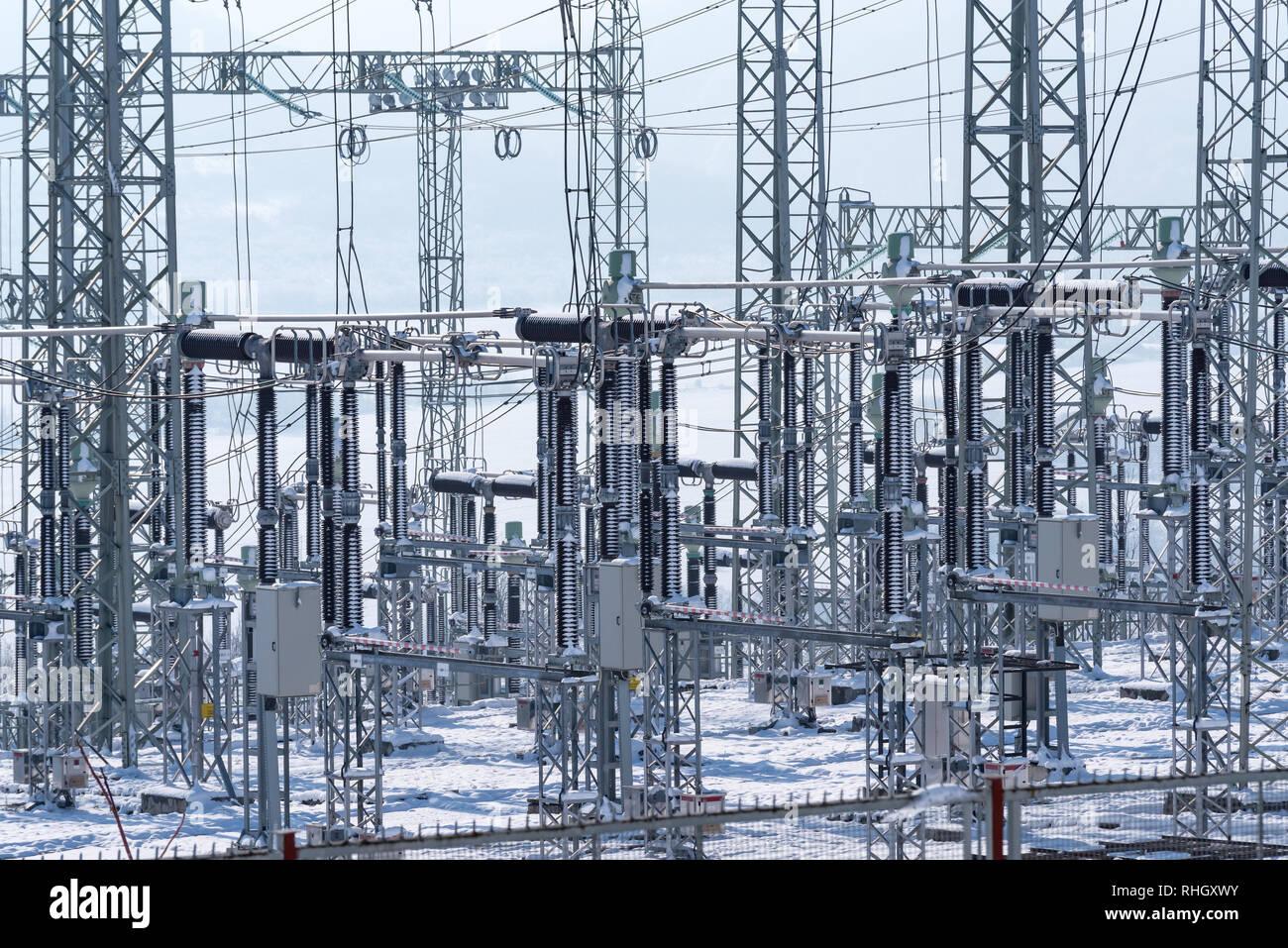 Aumento en el costo de la electricidad. Subestación eléctrica de distribución. Imagen De Stock