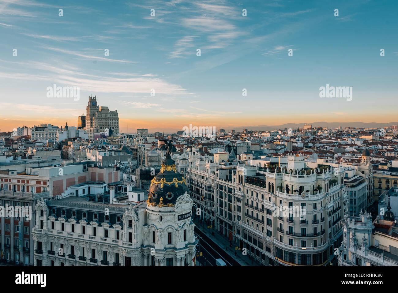 Vista Del Edificio Metrópolis Y La Gran Vía Desde El