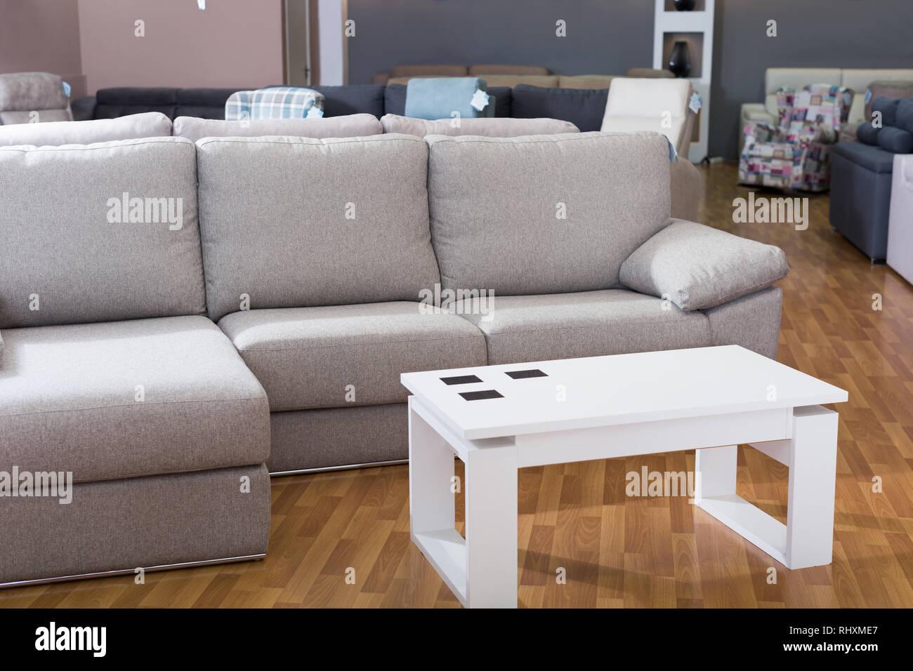 Interior de muebles de salón comedor con sofás de compras Foto ...