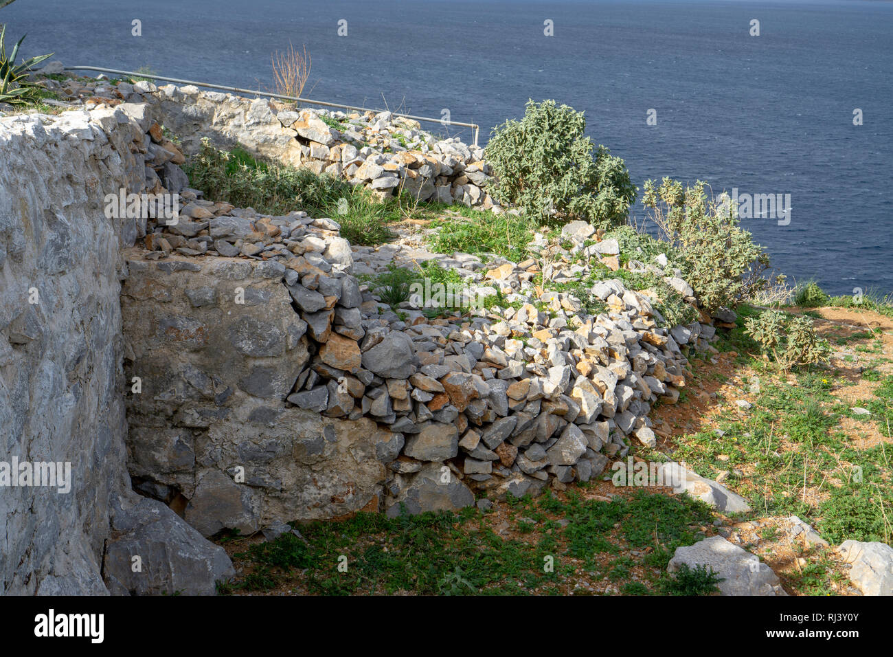 La vista desde la cima de la isla Hydra es inolvidable. Foto de stock
